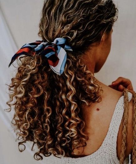 20-easy-on-the-go-hairstyles-for-naturally-curly-hair-2020