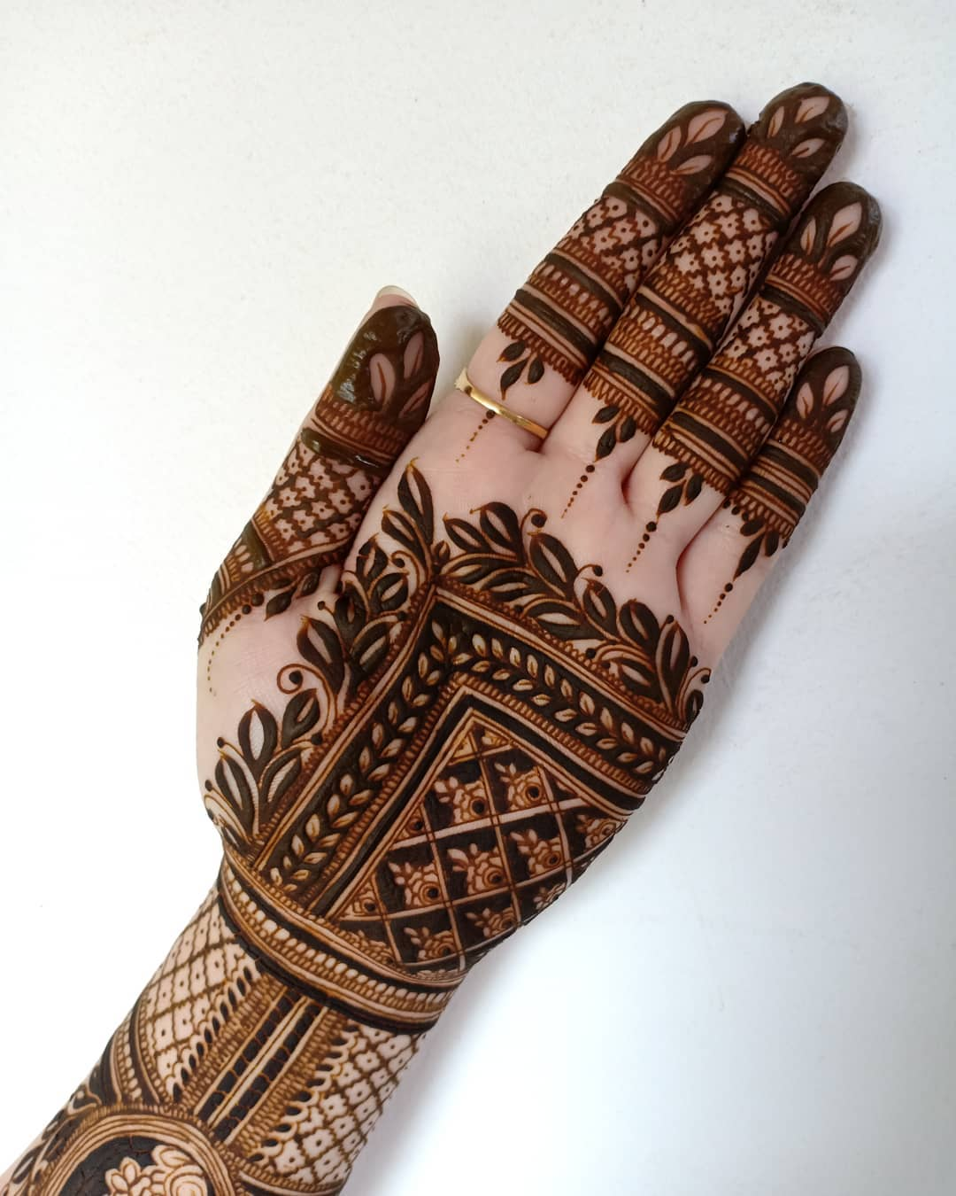 the-most-beautiful-henna-tattoo-ideas-for-women-2020